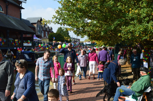 Thousands of people attend Banbury Canal Day 2015