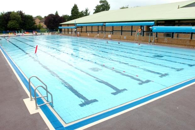 Woodgreen leisure centre outdoor pool opens banburyshire for Outdoor pools open