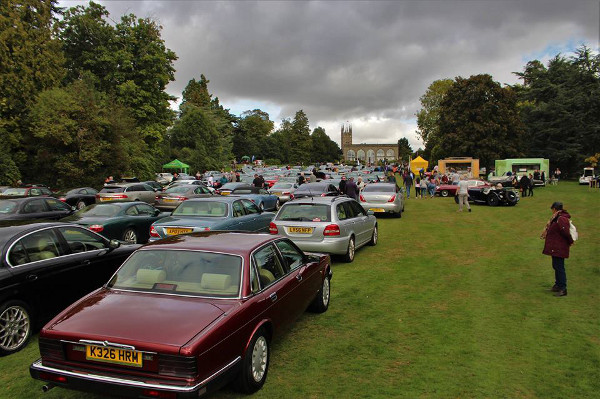Hundreds of Jaguars gather on the pageant field