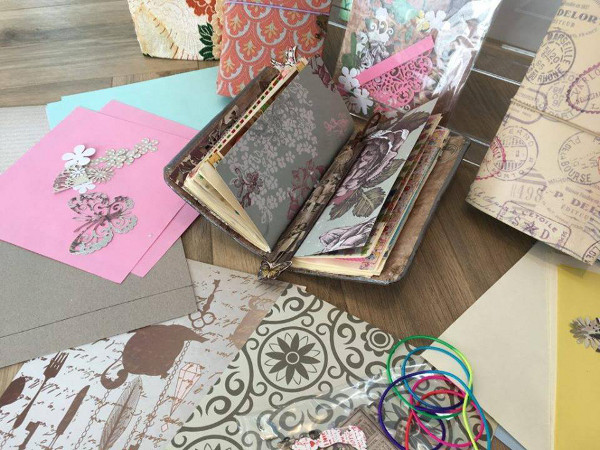 Create a wonderful keepsake, perfect for journaling, everyday notes, special photos or sketches.