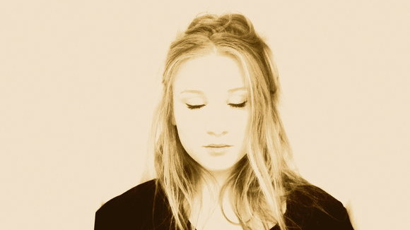 Oxfordshire singer songwriter Molly Davies