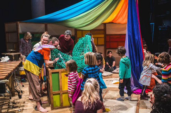 A circus theatre experience for 2-5 year olds and their grown ups.