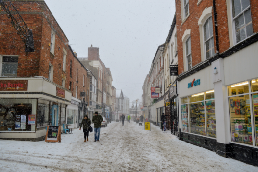 Public spirited residents who will keep roads where they live free of snow and ice are being sought by Banbury Town Council.