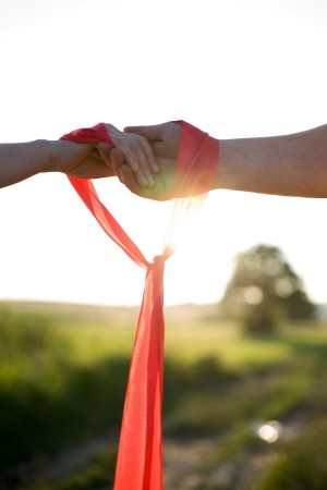 The ritual of handfasting dates back centuries. Indeed, it is one of the oldest marriage unity rituals. Right up until the Marriage Act of 1939, handfastings were legally recognised in Scotland.